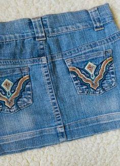 Kupuj mé předměty na #vinted http://www.vinted.cz/damske-obleceni/dzinove-sukne/15950781-dzinova-minikuskne-s-vysivkami-na-kapsach-xxs-xs