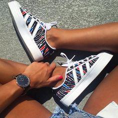 Adidas şıklığı -spor ayakkabı