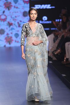 At Lakme Fashion Week along with some chic LFY smart phones, we saw a lot of ethnic Indian outfits. Designers Anita Dongre,Anushree Reddy's,Payal Singhal,Vrisa by Rahul N Shikha and Jayanti Reddy came up with most gorgeous ethnic wear. Fashion Week 2016, Lakme Fashion Week, India Fashion, Ethnic Fashion, Asian Fashion, Fashion Spring, Fashion Online, Women's Fashion, Pakistani Outfits