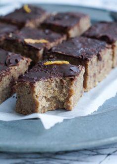 Kage med kikærter og mørk chokolade