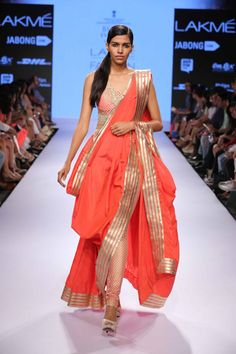 love the color Indian Fashion Modern, Asian Fashion, Ethnic Fashion, Women's Fashion, Fashion Design, Saree Wearing Styles, Saree Styles, Indian Look, Indian Wear
