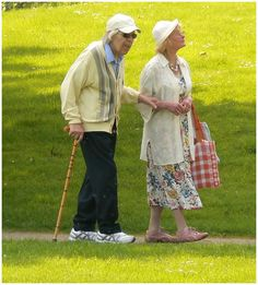 Growing old doesn't imply being less healthy. There are many beauty care treatment plans out there, and straightforward exercising, to keep much younger. Older Couples, Couples In Love, Forever Young, Forever Love, Vieux Couples, Grow Old With Me, Growing Old Together, Old Folks, Lasting Love
