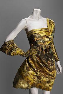 Alexander McQueen-Gold Dress-Final Collection-Savage Beauty Givenchy, Beauty Exhibition, Alexander Mcqueen Savage Beauty, Philip Treacy, High Fashion, Womens Fashion, Avangard Fashion, Catwalk Fashion, Dark Fashion