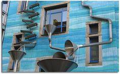 Casas Bioclimáticas: el agua de lluvia se puede aprovechar de muchas maneras en el hogar, descubre cuáles son esos usos y cómo puedes recolectarla.