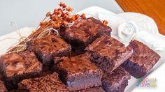 Carol faz brownies maravilhosos e, há anos, é em cima da receita dela que faço os meus, com eventuais pequenas variações. Quando ela me deu a receita, foi daquelas pessoas generosas que envia um recadinho: se tiver dúvida, pergunte. Eu já disse antes que gosto de gente que dá receita com generosidade, né? Pois é,