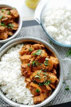in kerrie-champignonsaus Chicken curry mushroom sauce Chicken Mushroom Recipes, Chicken Recipes, Mushroom Sauce, Indian Food Recipes, Asian Recipes, Vegetarian Recepies, Food Porn, Good Food, Yummy Food