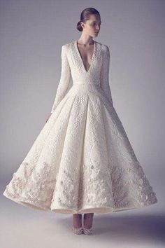 I love this dress, (except neckline, which takes away from the sophistication of the dress). |  Ashi