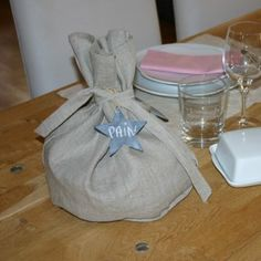 sac à pain avec noyau de cerise pour garder au chaud les toasts.