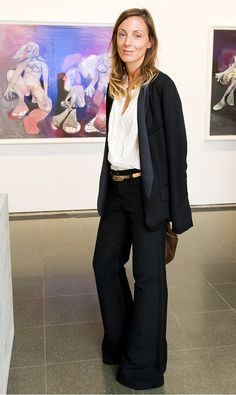 After studying at Central Saint Martins just a year behind Stella McCartney, Phoebe Philo graduated and began working for Chloé as McCartney& assistant. Philo eventually succeeded her as. Phoebe Philo, Work Fashion, Fashion Outfits, Fashion Design, Travel Outfits, Fashion Fall, Curvy Fashion, Fashion Bloggers, Fashion 2017
