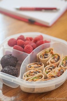Vegetarian Taco Wraps are a simple, kid-friendly lunch. (Not quite vegetarian) Packed with protein from black beans and Mexican flavours, this recipe will become a favourite. Pastas Recipes, Lunch Recipes, Cooking Recipes, Vegetarian Tacos, Vegetarian Recipes, Healthy Recipes, Detox Recipes, Bento Box Lunch, Breakfast