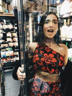 70 Chic and Simple Dua Lipa Fashion Style, Steal Her Style - Nona Gaya Nelly Furtado, Christina Aguilera, Zendaya, Divas, Non Blondes, Poses, Girl Crushes, Role Models, My Idol