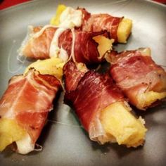 Polenta rolls with speck and cheese recipe Famous Italian Food, Italian Food Menu, Italian Recipes, Finger Food Appetizers, Appetizer Recipes, Amouse Bouche, Tapas Dinner, Creole Recipes, Food Humor