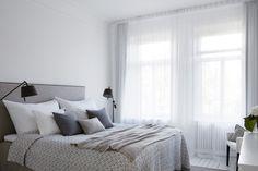 Sovrum grått gardin