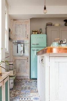 Le retour gagnant des cuisines rétro Vintage Modern, Vintage Retro, Vintage Industrial, Kitchen Industrial, Industrial Loft, Modern Retro, Vintage Green, Modern Rustic, Industrial Design