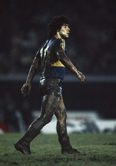 Boca Juniors striker Diego Maradona covered in mud during a match against Racing Club, May (Photo by Bob Thomas/Getty Images) Football Icon, Football Is Life, Retro Football, World Football, Football Soccer, Foto Sport, Argentina Football, Diego Armando, Popular Sports
