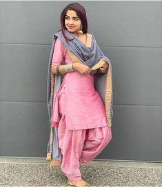 Punjabi Suit Neck Designs, Patiala Suit Designs, Neck Designs For Suits, Kurti Designs Party Wear, Simple Pakistani Dresses, Indian Gowns Dresses, Indian Outfits, Patiala Pants, Patiala Salwar Suits