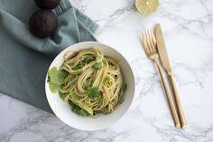 Romige groene pasta (vegan green goddess pasta) Green Goddess, Food Blogs, Vegan Recipes, Vegan Food, I Foods, Avocado, Spaghetti, Veggies, Pasta