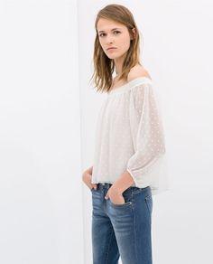 Pin for Later: Der heißeste Ausschnitt, den ihr bis jetzt vielleicht noch nicht getragen habt Zara Off-the-Shoulder Bluse Zara Off-Shoulder Blouse ($50)