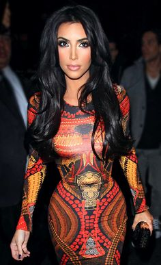 I wish I could pull of black hair! I'd soooo do it! (for like a week, and then I'd miss my blonde hair hahah)