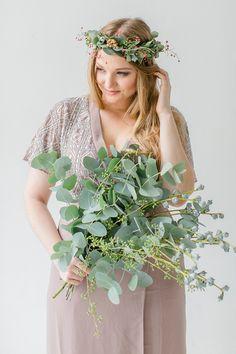 Blume des Monats: Eukalyptus Brautstrauss mit Eukalyptus Fotos: Diana Frohmüller Blumendesigner: Blumig Heiraten H&M: Oxana Face Dresses