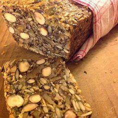Bröd m bara nötter, frön, ägg och olja