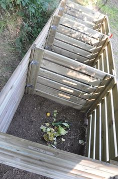 DSC 0402 Compost Soil, Garden Compost, Diy Garden Decor, Garden Crafts, Compost Container, Composting At Home, Raised Bed Garden Design, Bokashi, Garden Animals