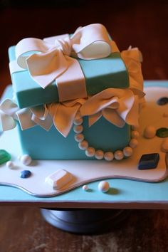 a Tiffany box cake . my next birhday cake, pls. by aileen Tiffany Box, Tiffany Cakes, Tiffany Party, Tiffany Wedding, Just Cakes, Cakes And More, Beautiful Cakes, Amazing Cakes, Birhday Cake