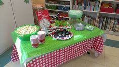 Table setting for Grinch party?