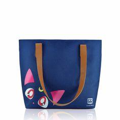Bolsa Sacola inspirada em Sailor Moon e ilustrada com tema LunArtemis das Garotas Geeks by Estilo Menina. Colecione.