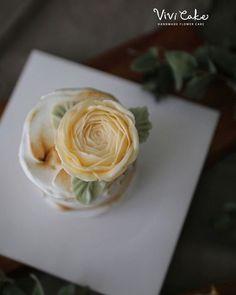 레몬머랭케이크에 상콤한칼라 라넌큘러스꽃 올려보기  #플라워케이크 #버터크림플라워케이크 #버터크림플라워 #라넌큘러스 #상콤달콤 #레몬…