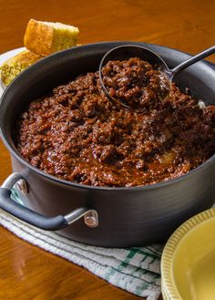 Classic Chili Con Carne -- no beans In the Texas spirit! Makes a huge batch, with boneless chuck, buffalo, or venison -- or you could make this with lean ground beef, so it's good for Phase 1 and Phase 3. Use nitrate-free turkey bacon. This would be great served on salad greens for a quick taco salad! Texas Chili Recipe No Beans, 3 Meat Chili Recipe, Texas Chilli Recipe, Chili Con Carne Recipe Best, Best Beans For Chili, Best Beanless Chili Recipe, Chili With No Beans, Chile Beans Recipe, Red Bean Chili Recipe