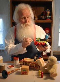 Père-Noel pare les jouets de belles couleurs
