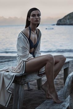 VISUELLE: Andreea Diaconu by Josh Olins for WSJ Magazine [Editorial] – fashion editorial photography Beach Editorial, Summer Editorial, Editorial Photography, Editorial Fashion, Beach Photography, Portrait Photography, Fashion Photography, Portrait Shots, Teenage Photography