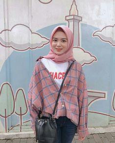Super ideas style hijab casual kemeja Source by ideas hijab Modern Hijab Fashion, Street Hijab Fashion, Look Fashion, Fashion Outfits, Dress Fashion, Hijab Casual, Hijab Chic, Ootd Hijab, Casual Shirt