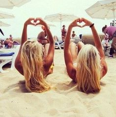 Reasons Why Summer Rules when we go to the beach, we need to take pictures like this, too!when we go to the beach, we need to take pictures like this, too! Best Friend Pictures, Bff Pictures, Friend Photos, Summer Pictures, Sister Beach Pictures, Sister Pics, Mexico Pictures, Beachy Blonde Hair, Beach Blonde