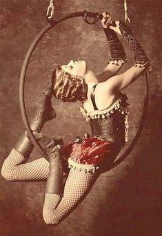 Dark Circus, Circus Art, Circus Theme, Old Circus, Circus Acrobat, Circus Birthday, Birthday Parties, Aerial Hoop, Aerial Arts