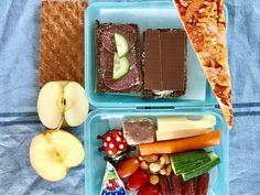 """Madpakke inspiration til skolebarnet.... Se et hav af mad-forslag til dig der har hjemmeboende børn... (pssst. vidste du at jeg kommer til at have fokus på """"madpakke til skolebarnet"""" den næste tid.) So stay tuned.... Ses!"""