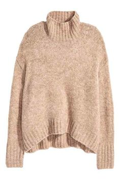 Camisola em malha: Camisola com textura em malha macia com uma percentagem de lã. Modelo com mangas raglan compridas e racha nos punhos. Punhos e cós canelados.