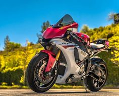 Yamaha R1 https://cpbld.co/o/9369/124522?s1=