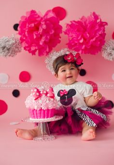 Minnie Mouse cake smash - Doing this with Lily.