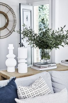 Liz Foster Interiors - Console Styling