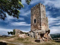 Restos del Castillo de Mogadouro.