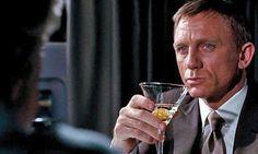 Daniel Craig Celebrated His 007 Role By Drinking Vodka Martinis Alone Vodka Martini, Vesper Martini Recipe, Vodka Drinks, Cocktails, Cocktail Recipes, Dirty Martini Recipe, Martini Recipes, Martinis, Alcoholic Drinks