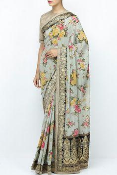 Grey benarasi border floral print saree. #carma #carmaindia #designer #luxury #fashion #luxuryfashion #sabyasachi #saree #handmade #handwoven #trousseau #indianwedding #fashiondaily #instadaily #instafollow #instastyle #ootd #sabyasachimukherjee #elegant #musthave #getitgirl #indianfashion #ethnic #shopnow #onlineshopping #couture #designerhouse #printedsaree #floralsaree #georgettesaree #benarasisaree #greysaree #designersarees #buysareesonline