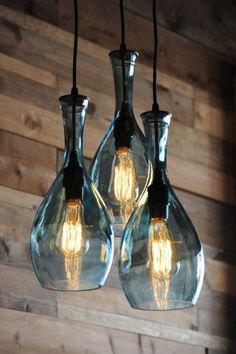 DIY Lampe: 76 super coole Bastelideen dazu – Katrin tunc – – Pinmenzilyolu – From Parts Unknown Glass Bottle Crafts, Bottle Art, Bottle Chandelier, Blue Chandelier, Chandelier Ideas, Pendant Chandelier, Deco Luminaire, Bottle Lights, Glass Lights