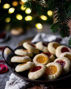 Jam Thumbprint Cookies-Χριστουγεννιάτικα μπισκότα με μαρμελάδα – Let's Treat Ourselves