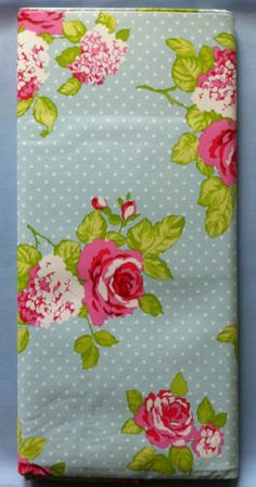 MODERN-VINTAGE-SHABBY-CHIC-ROSES-SPOTS-BLUE-OILCLOTH-TABLECLOTH-WIPE-CLEAN-PVC