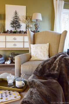 """Ines vom Interior-Blog """"Eclectic Hamilton"""" hat ihr Wohnzimmer in eine wahre Weihnachtsoase verzaubert – natürlich mit ganz vielen schönen und gemütlichen Styles von OTTO. Ihr dürft gespannt sein …"""