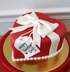 Valentines heart gift box cake by Amanda Oakleaf Cakes, via Flickr