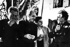 Victor Serge, Benjamin Péret, Remedios Varo y André Breton en el frente de la Villa Air-Bel in Marseille.